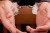 Πάτρα - Χειροπέδες σε 40χρονο για καταδικαστικές αποφάσεις