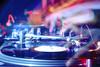 Ο 'πόλεμος' στα decks - Πόσα παίρνει ένας dj στην Πάτρα;