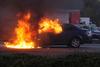 Κερατσίνι - Αυτοκίνητο τυλίχθηκε στις φλόγες