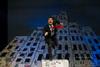 'Ο άνδρας με την πουά γραβάτα' στο θέατρο Σοφούλη