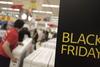 Έρχεται η «Μαύρη Παρασκευή», ετοιμάζονται τα μαγαζιά της Πάτρας!