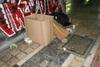 Πάτρα: Η άστεγη κυρία της πλατείας Γεωργίου που κοιμάται σε χαρτοκούτια (pic)