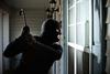 Ηλεία - Κουκουλοφόροι 'μπούκαραν' σε σπίτι 80χρονης και άρπαξαν 6.500 ευρώ!