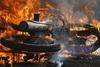 Πάτρα: Κουκουλοφόροι με ρόπαλα στα χέρια βάζουν φωτιά σε δίκυκλα!