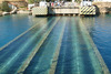 H γέφυρα στην Κόρινθο που βουλιάζει για τα πλοία και αναδύεται για τα ΙΧ (video)