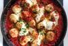 Φτιάξτε κεφτεδάκια γαλοπούλας με σάλτσα ντομάτας και μοτσαρέλα