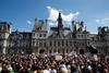 Χιλιάδες Γάλλοι βγήκαν στους δρόμους του Παρισιού