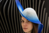 Ένα γυναικείο καπέλο που καθιερώθηκε από ένα πάρτι