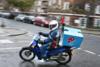 Νεκρός ντελιβεράς σε τροχαίο - «Μας δολοφονούν για 3 ευρώ την ώρα», λένε συνάδελφοί του