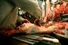 Κατάσχεσαν 200 κιλά ακατάλληλη αρνίσια συκωταριά από επιχείρηση του Πειραιά