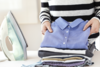 Το κόλπο για να μην τσαλακώνονται τα ρούχα σας