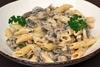 Μαγειρέψτε πένες με σάλτσα παρμεζάνας και μανιτάρια