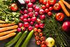 10 φρούτα και λαχανικά που σας βοηθούν να αδυνατίσετε