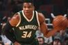 Πρωταγωνιστεί στα καλύτερα καρφώματα του NBA ο Γιάννης Αντετοκούνμπο (video)
