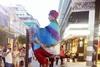 Ο 'ιπτάμενος' φακίρης από την Ινδία που κέντρισε τη προσοχή στην Ρήγα Φεραίου