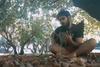 Χωρίς επεξεργασία - 'Με τα πόδια' από τον Πατρινό Βασίλη Ράλλη (video)