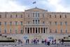 Guardian: Επιτέλους αφαιρούνται τα μεταλλικά τασάκια από την ελληνική Βουλή