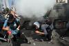 Μαζικές διαδηλώσεις και βίαιες συγκρούσεις στη Χιλή - Κάηκαν 5 άνθρωποι μέσα σε εργοστάσιο! (pics+video)