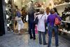 Σήκωσαν ρολά οι έμποροι στο κέντρο της Πάτρας για τις εκπτώσεις