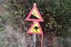 Πινακίδες για καγκουρό και καμήλες στο Πήλιο (φωτο)