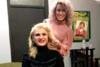 Η ηθοποιός Μπέσυ Μάλφα αφέθηκε στα μαγικά χέρια της Πατρινής hair stylist Ελπίδας Μαστροκάλου (φωτο)