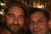 Η selfie του Χάρη Θεοχάρη με τον Τζέραλντ Μπάτλερ