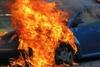Πάτρα: Φωτιά σε όχημα στην πλατεία Νόρμαν