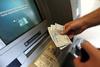 Πάτρα: Του έκαναν κατάσχεση, στο 'ακατάσχετο' επίδομα των 800 ευρώ