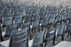 Άδειες καρέκλες στην Πάτρα: Η 'βουβή' κραυγή ενός κλάδου που ζητά να ακουστεί
