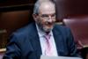 Ο Κώστας Καραμανλής εμφανίστηκε στη Βουλή με μάσκα και μούσια
