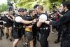 Εκατοντάδες διαδηλωτές στον Λευκό Οίκο για τον Τζορτζ Φλόιντ