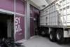 Πέθανε ο οδηγός του φορτηγού που έπεσε πάνω σε κατάστημα στην Πειραιώς