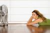 4 κόλπα για να αντιμετωπίσετε τη ζέστη μέσα στο σπίτι