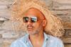 Ο Νίκος Μουτσινάς πήγε παραλία με παρέα (φωτο)