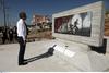 Στο Μάτι ο Κυριάκος Μητσοτάκης - Άφησε ένα λευκό λουλούδι στο μνημείο για τα θύματα (φωτο)