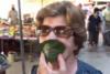 Αθήνα: Ξέχασε τη μάσκα και έφτιαξε αυτοσχέδια με... φύλλο μουριάς (video)