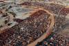 Νότια Αφρική: Ανατριχιαστικές εικόνες με μαζικούς τάφους για χιλιάδες θύματα της πανδημίας