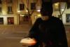 Χιλή: Ο... Μπάτμαν μοιράζει φαγητό στους άστεγους (video)