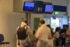 Τουρίστες πηγαίνουν Μύκονο με αντι-Covid στολές (video)