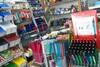 O ΕΕΣΠ προτρέπει τους καταναλωτές να προτιμήσουν την τοπική αγοράγια την προμήθεια των σχολικών ειδών