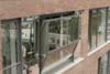 Παράθυρο μετατρέπεται σε μπαλκόνι (video)