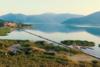 Διασχίζοντας την πλωτή πεζογέφυρα στην Πρέσπα (video)