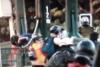 Χιλή: Σάλος με βίντεο που δείχνει αστυνομικό να ρίχνει από γέφυρα 16χρονο διαδηλωτή