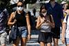 Πάτρα: Φορούν την μάσκα, αλλά πώς; - Τι δείχνουν οι πρώτες μέρες μετά την εφαρμογή των νέων μέτρων