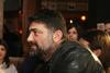 Μιχάλης Ιατρόπουλος: 'Σείστηκε' το 'Στην Υγειά μας ρε παιδιά' με το ζεϊμπέκικό του (video)