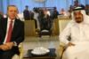 Bloomberg: Δειλό «άνοιγμα» Σαουδικής Αραβίας και ΗΑΕ προς την Τουρκία