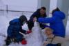 Ο Αλέξης Τσίπρας παίζει με τους γιους του και τον σκύλο τους στο χιόνι