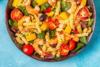 Ετοιμάστε σαλάτα φούζιλι με γαρίδες