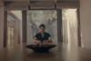 Ο Πατρινός σκηνοθέτης Ανδρέας Λαμπρόπουλος στο νέο βίντεο κλιπ του Σάκη Ρουβά
