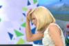 Όταν η Κατερίνα Καραβάτου έριξε κεφαλιά και χτύπησε την καρύδα (video)